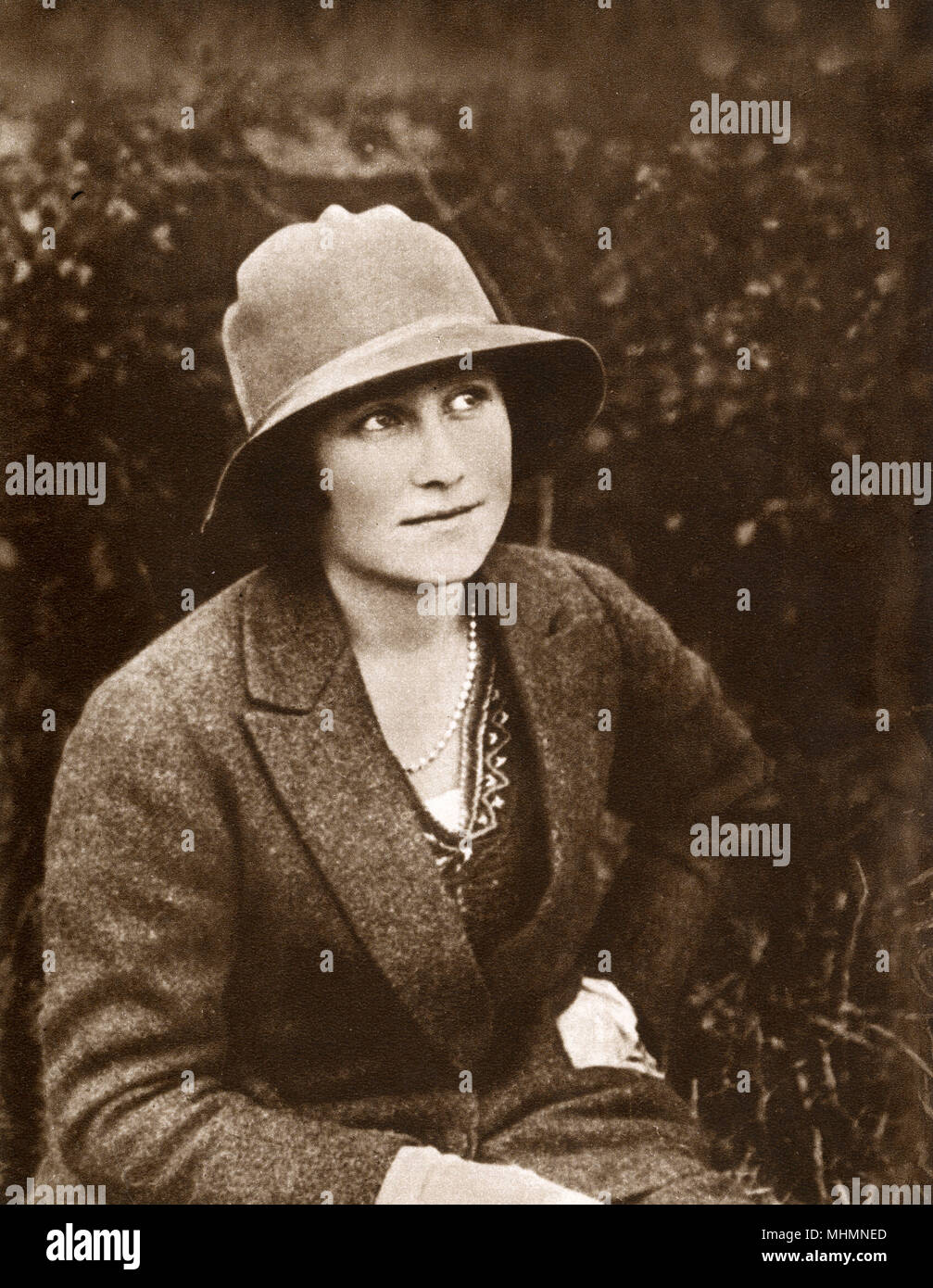 Lady Elizabeth Angela Marguerite Bowes-Lyon (1900-2002) - unconventional portrait taken a shoot at Glamis Castle.     Date: 1922 - Stock Image