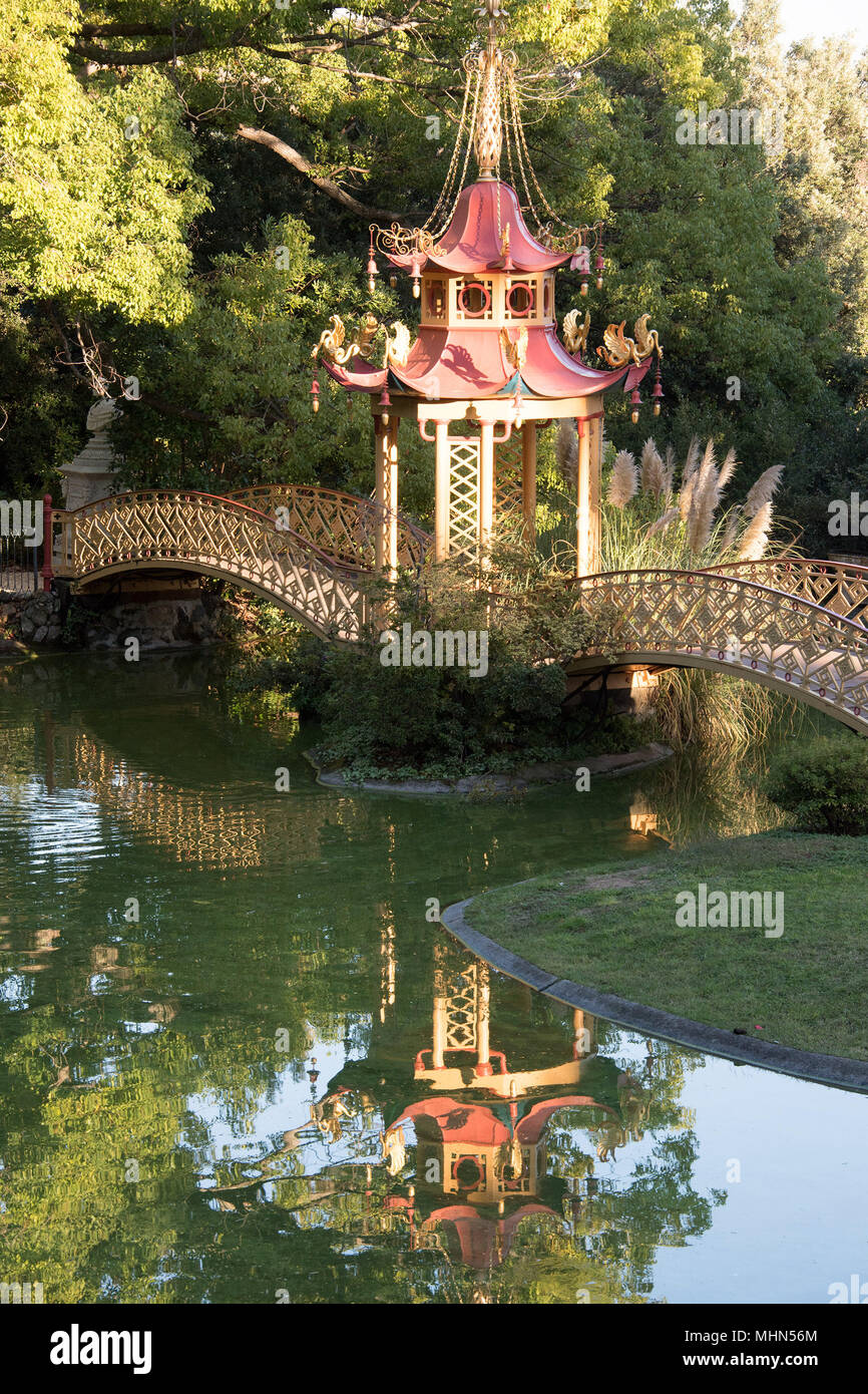 Chinese Garden Bridge Reflection View Stock Photo 183017932