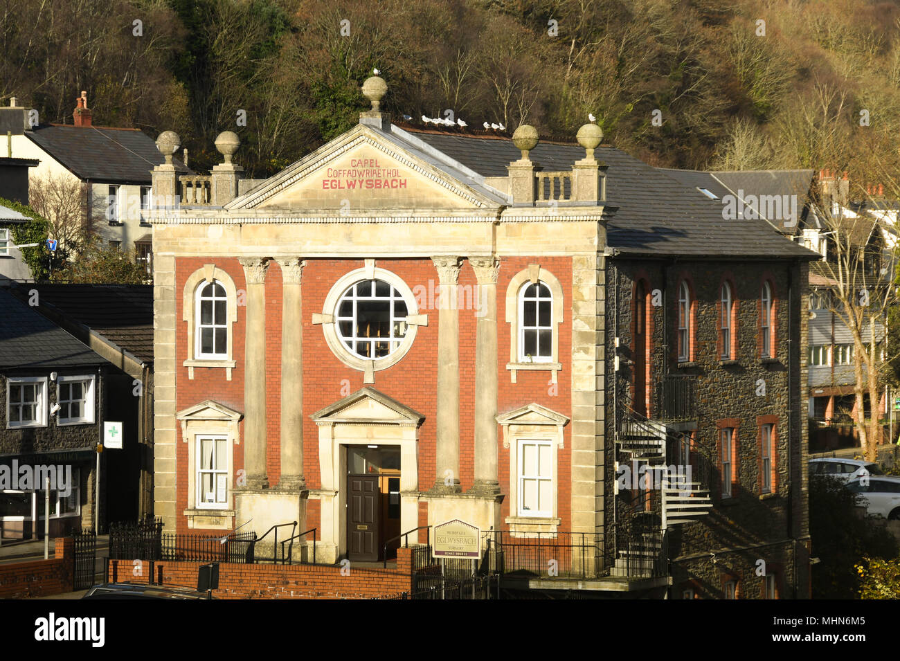 Exterior view of the Eglwys Bach doctor's surgery which is housed in a converted chapel - Stock Image