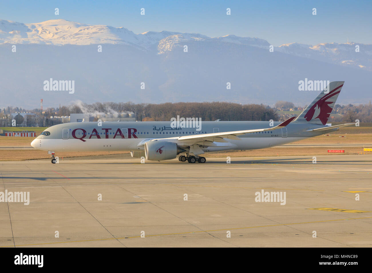 Quatar Airways Boeing 787 Dreamliner taxying across the apron at Geneva airport - Stock Image