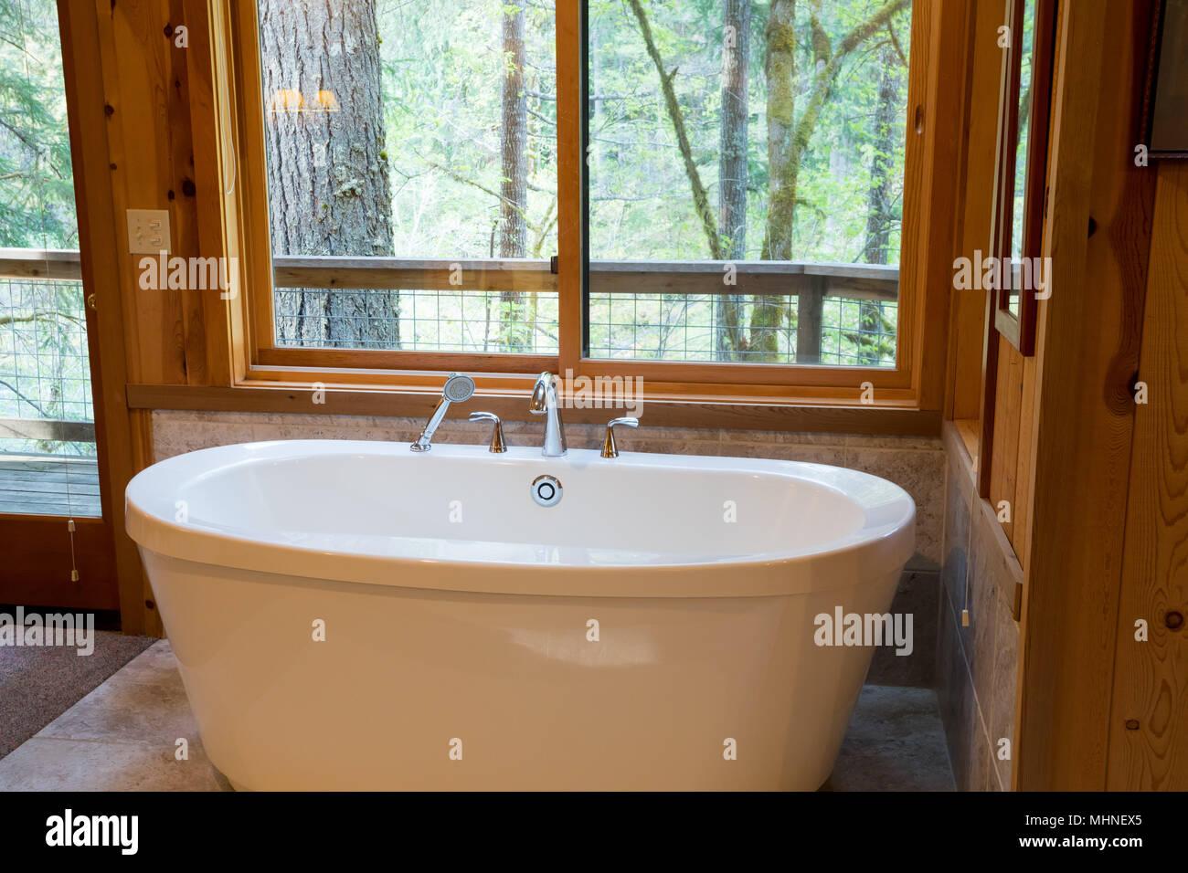Soaking Bath Tub in Cabin Stock Photo: 183025533 - Alamy
