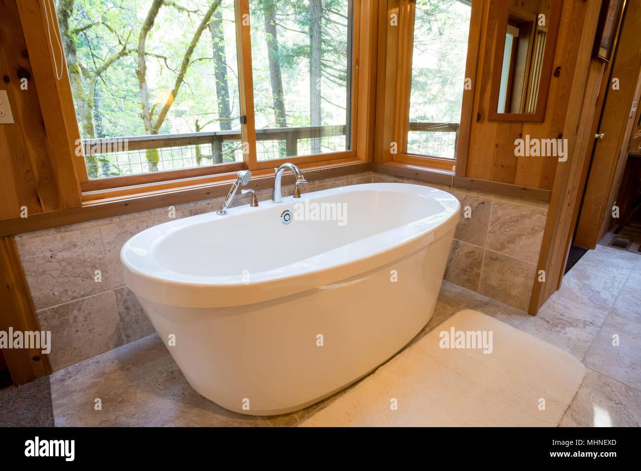 Soaking Bath Tub in Cabin Stock Photo: 183025541 - Alamy