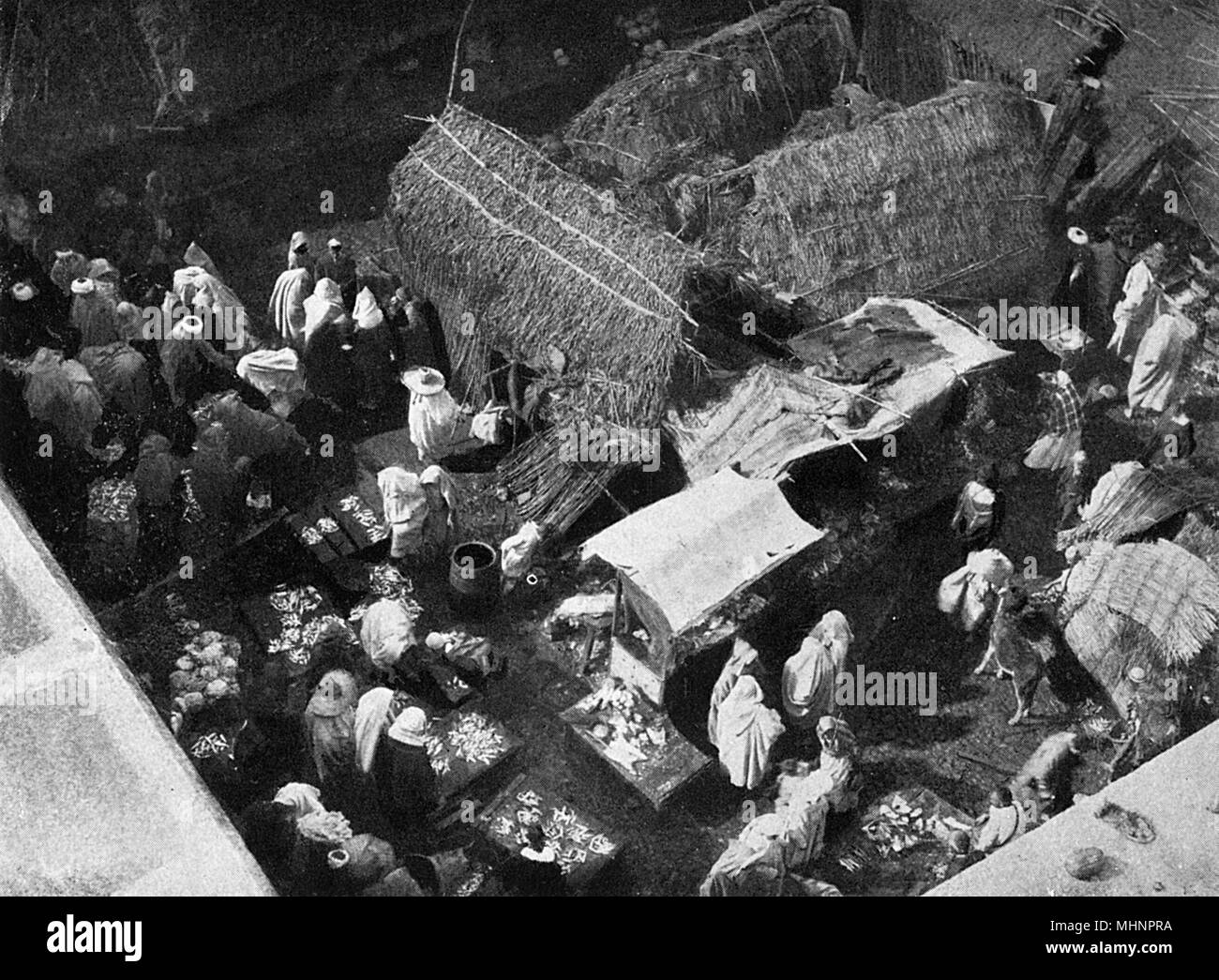 ab9a2dbe0a18 Moroccan Market Black and White Stock Photos & Images - Alamy