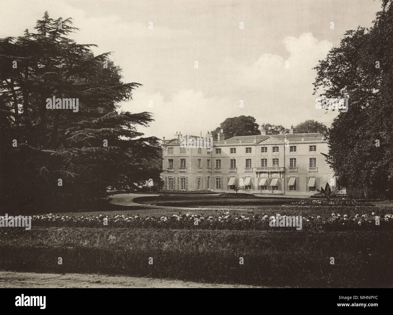 Chateau de Vaussieux, Vaux-sur-Seulles, Normandy, France - main view.     Date: circa 1905 - Stock Image