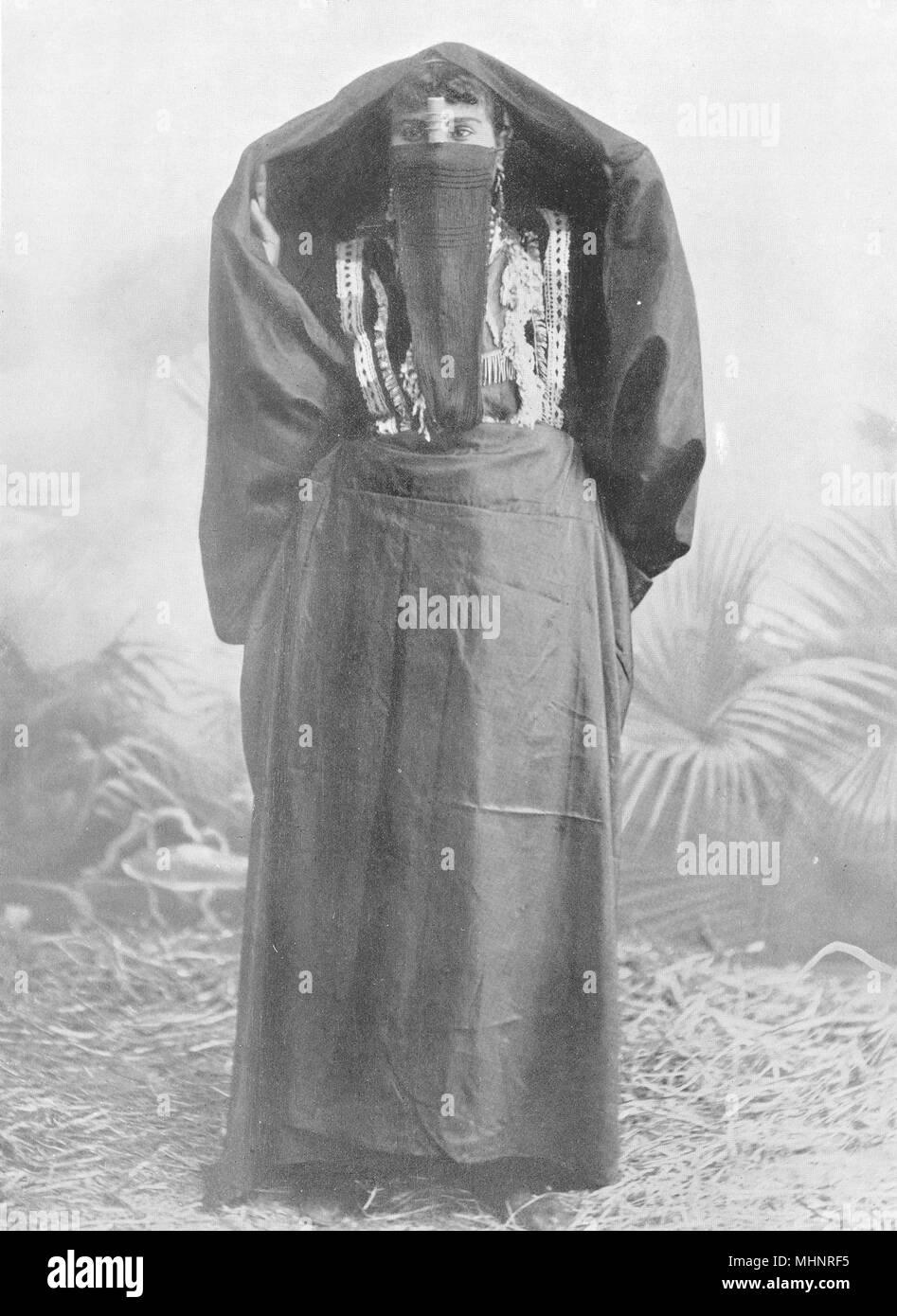 EGYPT. An Egyptian town woman in outdoor dress; yelek, yashmak, 'abaya 1900 - Stock Image