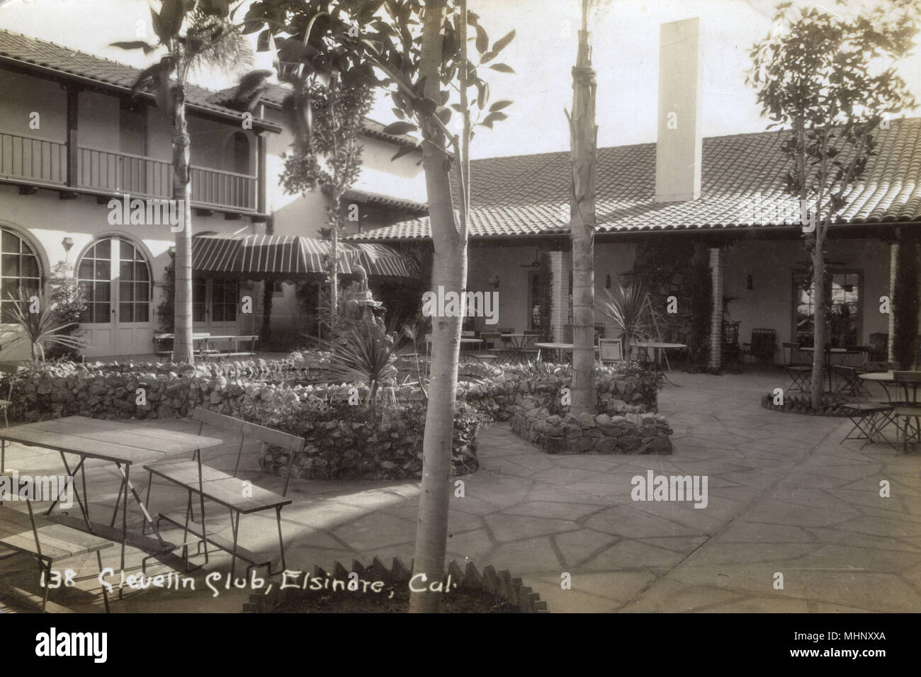 Clevelin Club, Lake Elsinore, Riverside County, California, USA -- an open air dining area.  .      Date: circa 1925 - Stock Image