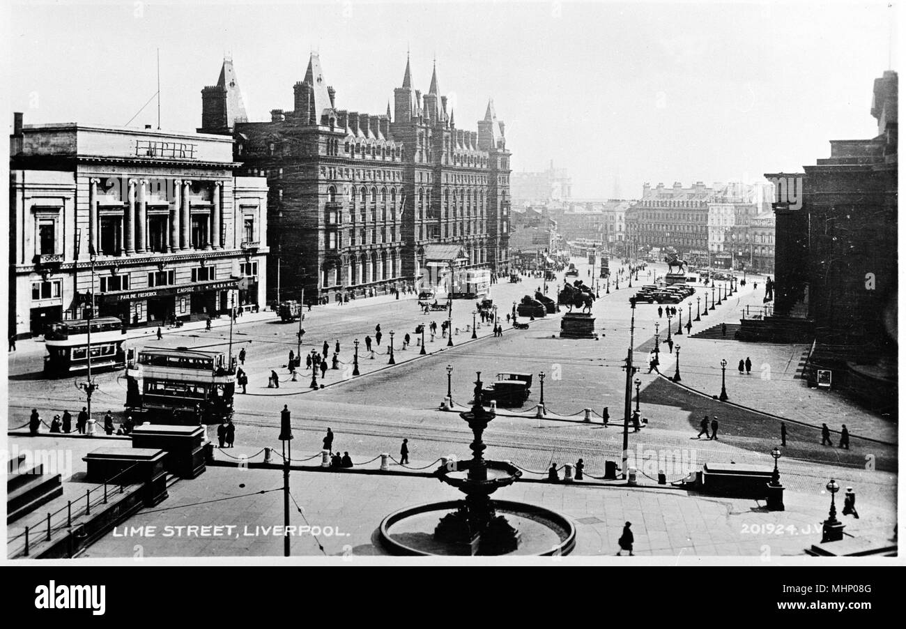 Lime Street, Liverpool, with the Empire Theatre on the left.      Date: circa 1920s - Stock Image