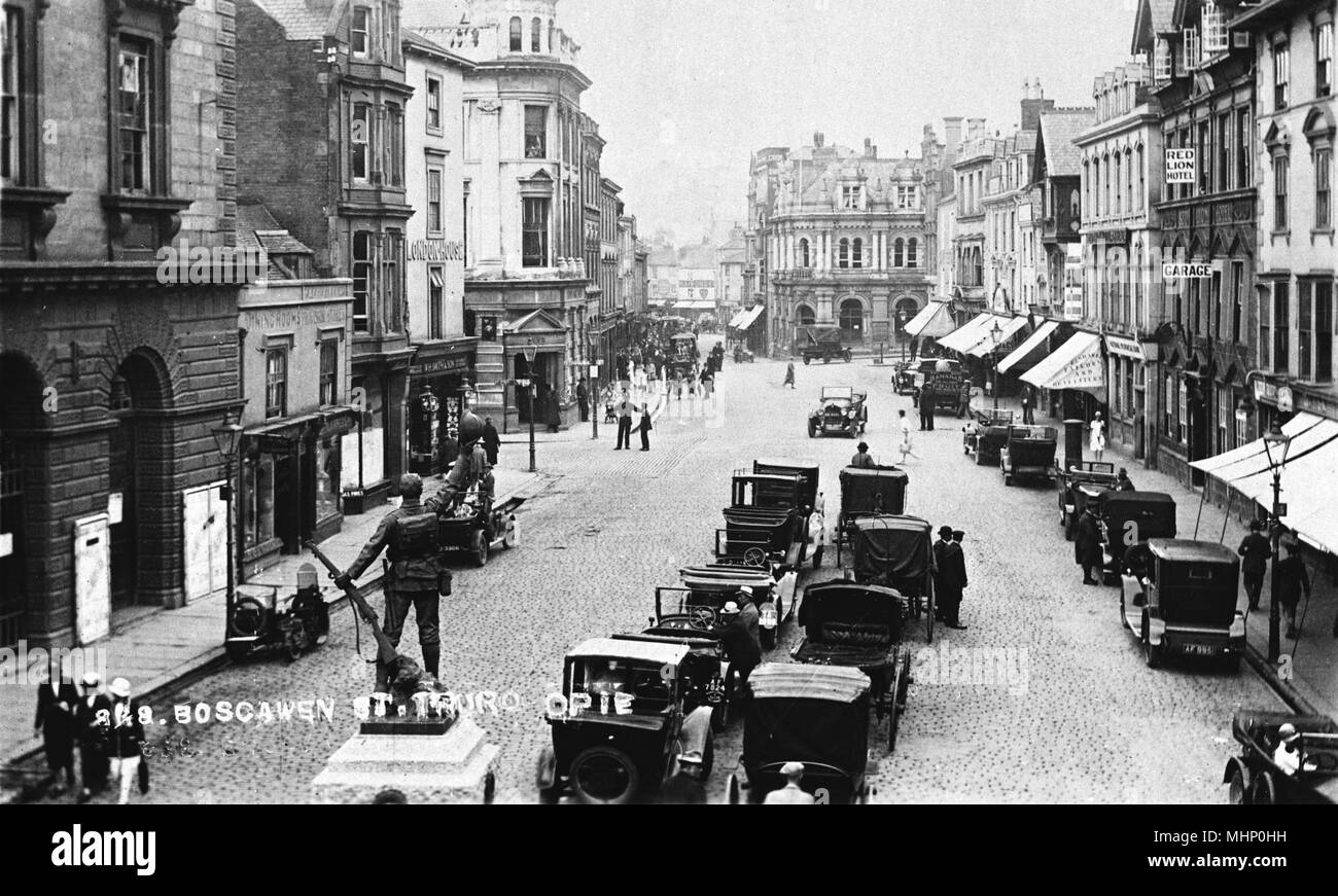 Boscawen Street, Truro, Cornwall, with the WW1 memorial in the left foreground.      Date: circa 1920s Stock Photo