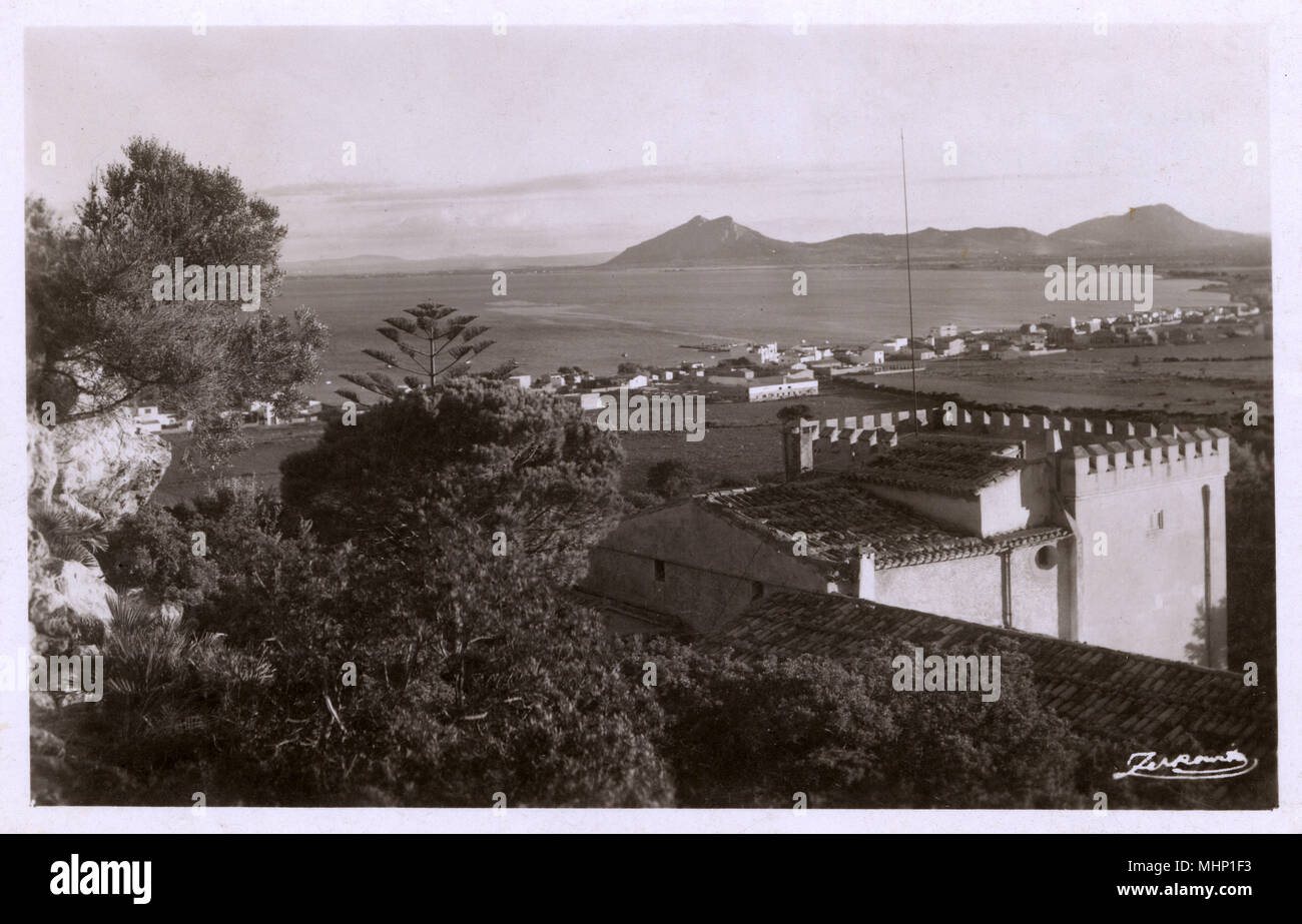 View of town and bay, Pollensa (Pollenca), Majorca, Spain.      Date: circa 1930 - Stock Image