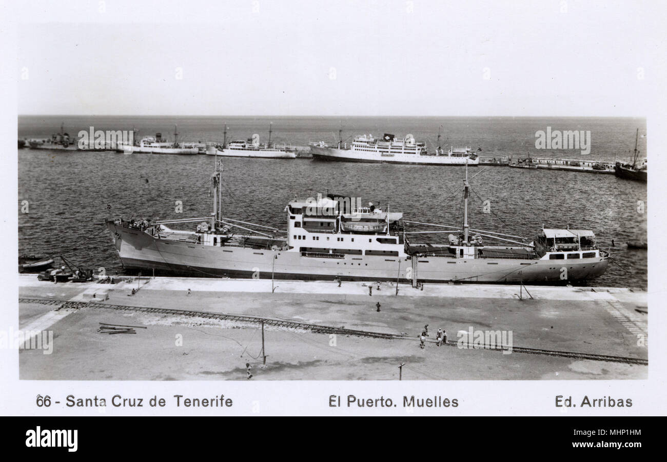 Docks at Santa Cruz de Tenerife, Canary Islands.      Date: circa 1940s - Stock Image