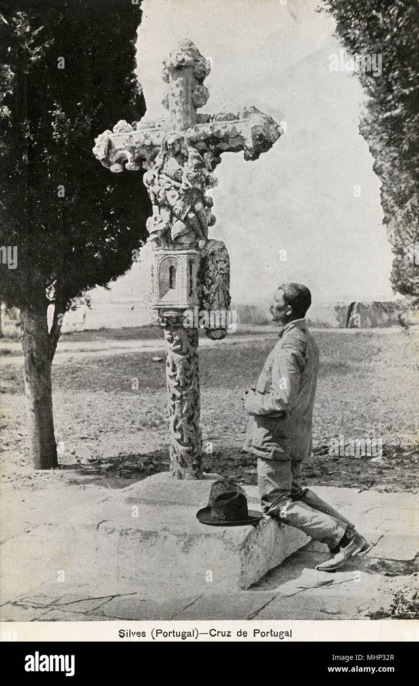 Cross of Portugal, Silves, Algarve, southern Portugal -- carved from limestone, it is said to date back to the 15th century and was declared a national monument in 1910.      Date: circa 1908 - Stock Image