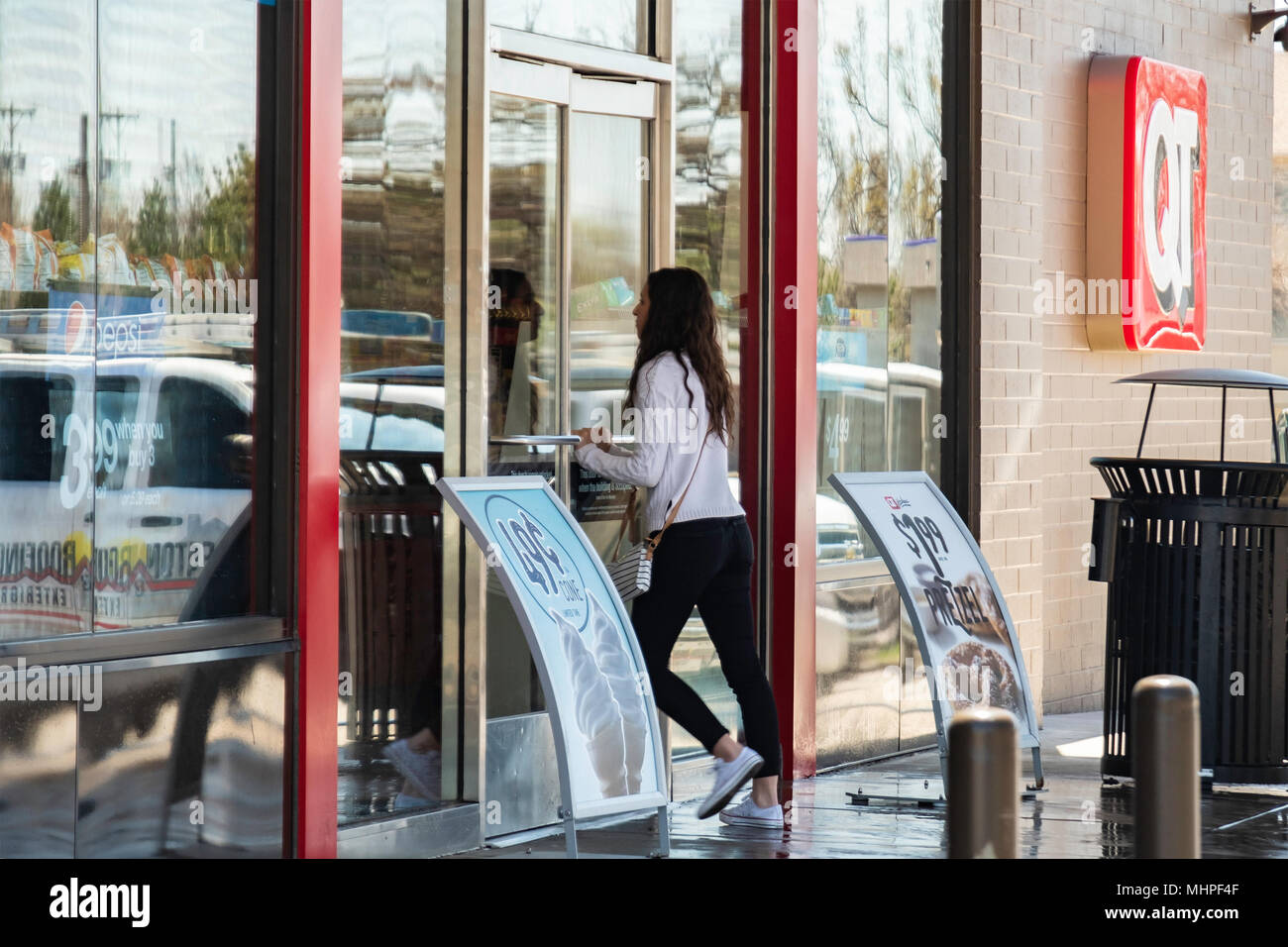 A woman customer entering a QT or QuickTrip store at Tyler and Maple in Wichita, Kansas, USA. - Stock Image
