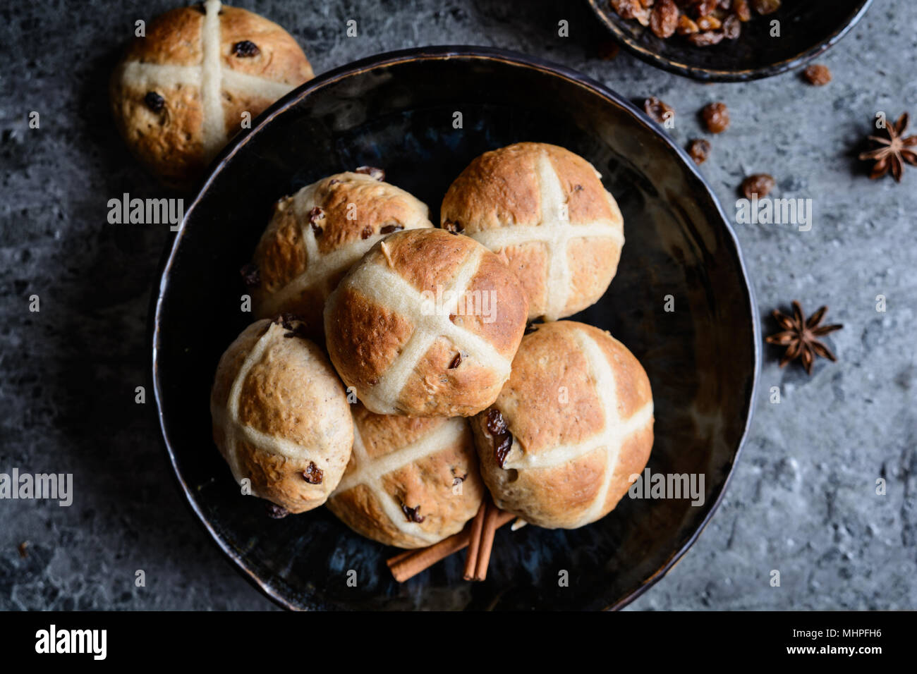 Hot Cross Buns - traditional Easter sweet spiced pies with raisins - Stock Image