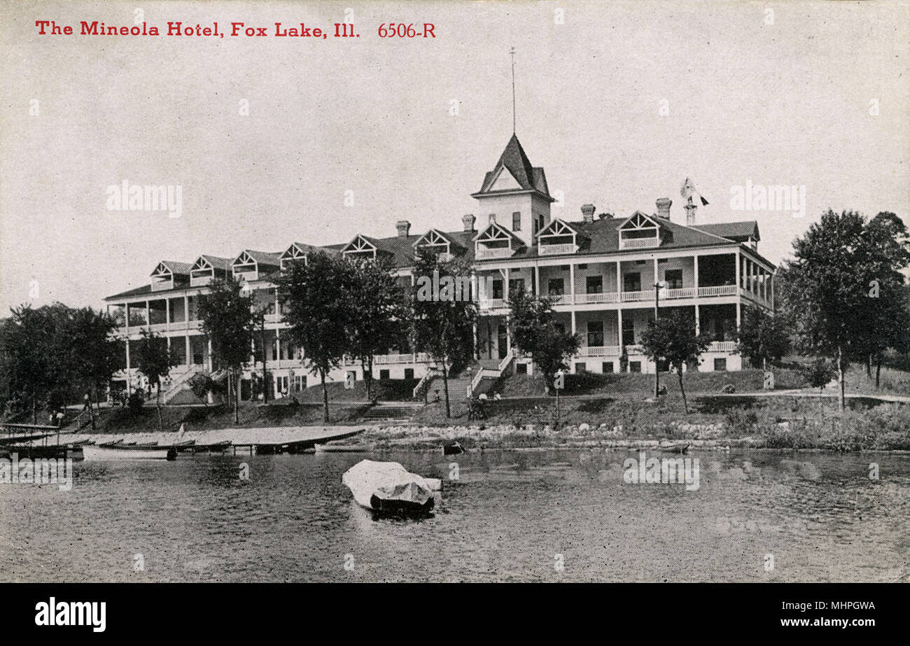Mineola Hotel, Fox Lake, Illinois, USA, viewed from across the water.      Date: circa 1910s - Stock Image