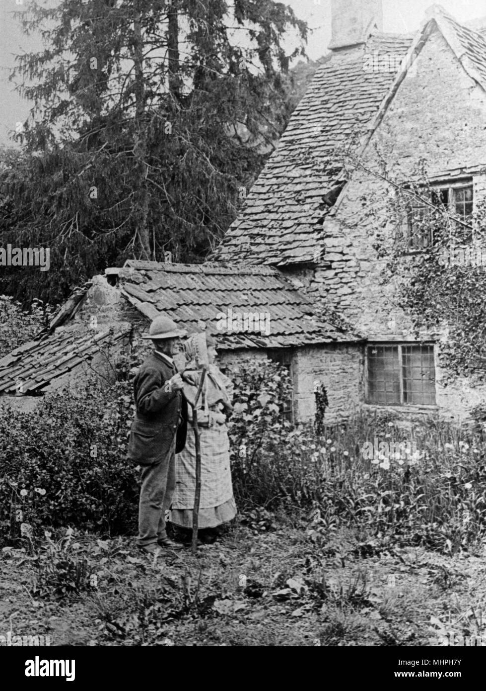 An old couple outside their rural cottage, 1890s     Date: 1890s - Stock Image