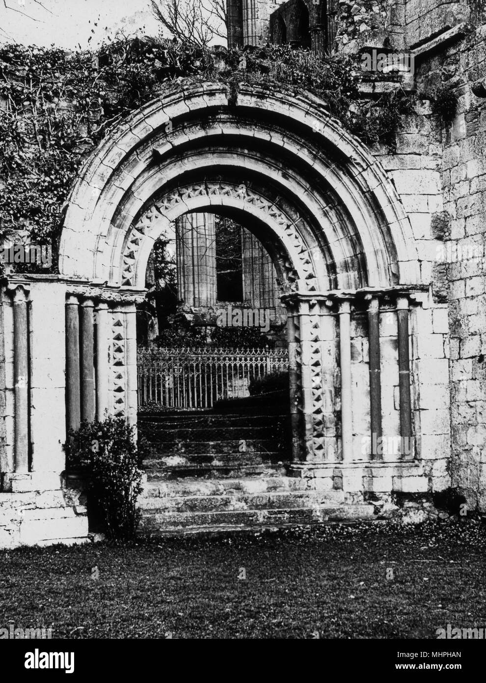 Cloister door, Dryburgh Abbey (Premonstratensian Order, or White Canons), near Dryburgh, Scotland, dating back to the 12th century.      Date: circa 1900s - Stock Image