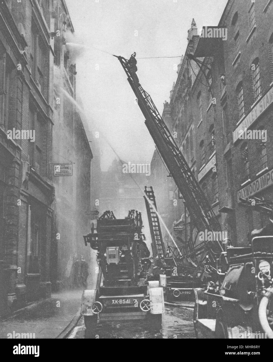 LONDON. How the London fire brigade comes to grips with its Enemy 1926 print - Stock Image