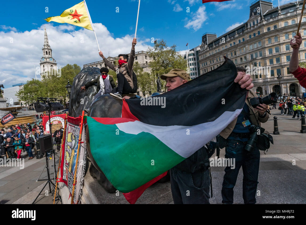 May 1, 2018 - London, UK. 1st May 2018. A man holds a Palestinian ...
