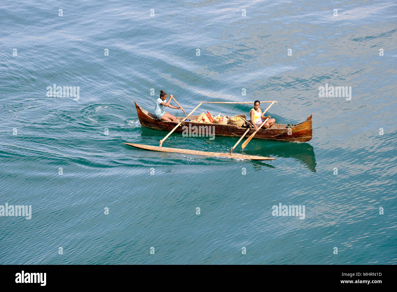 18 January 2018, Madagascar, Andoany: Traders in traditional boats offering fruit and souvenirs to boats lying at anchor off Andoany, capital of the island of Nosy Be off the north-west coast of Madagascar. | usage worldwide - Stock Image