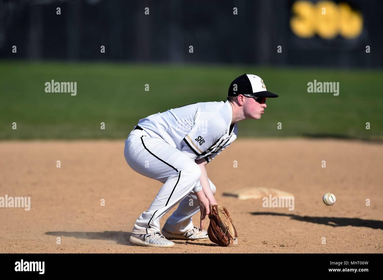 Fielding Ball Stock Photos & Fielding Ball Stock Images - Alamy