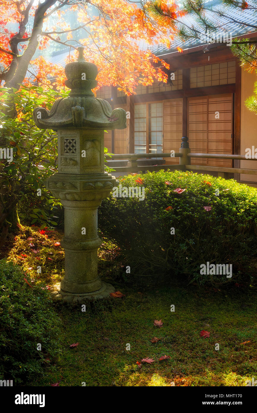 Pagoda Lantern Stock Photos & Pagoda Lantern Stock Images - Alamy
