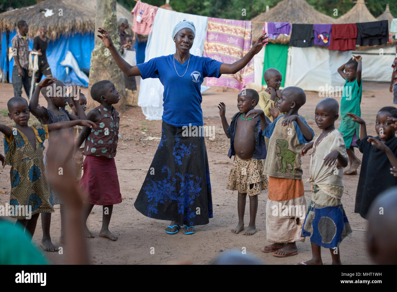 A YWCA educator plays games with children displaced by armed conflict in South Sudan. - Stock Image