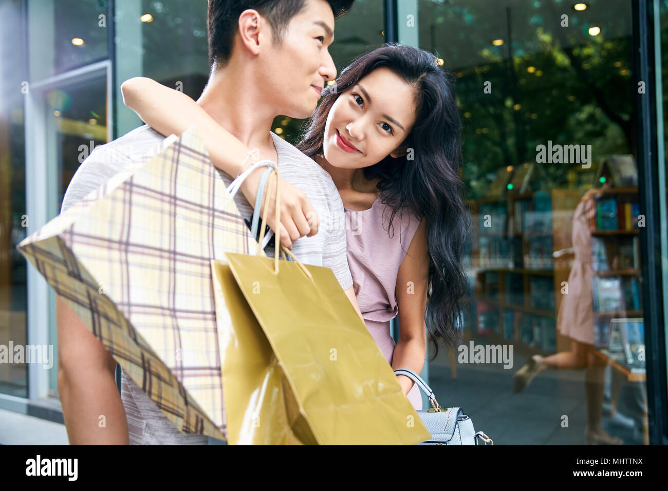Young couples go shopping shopping - Stock Image