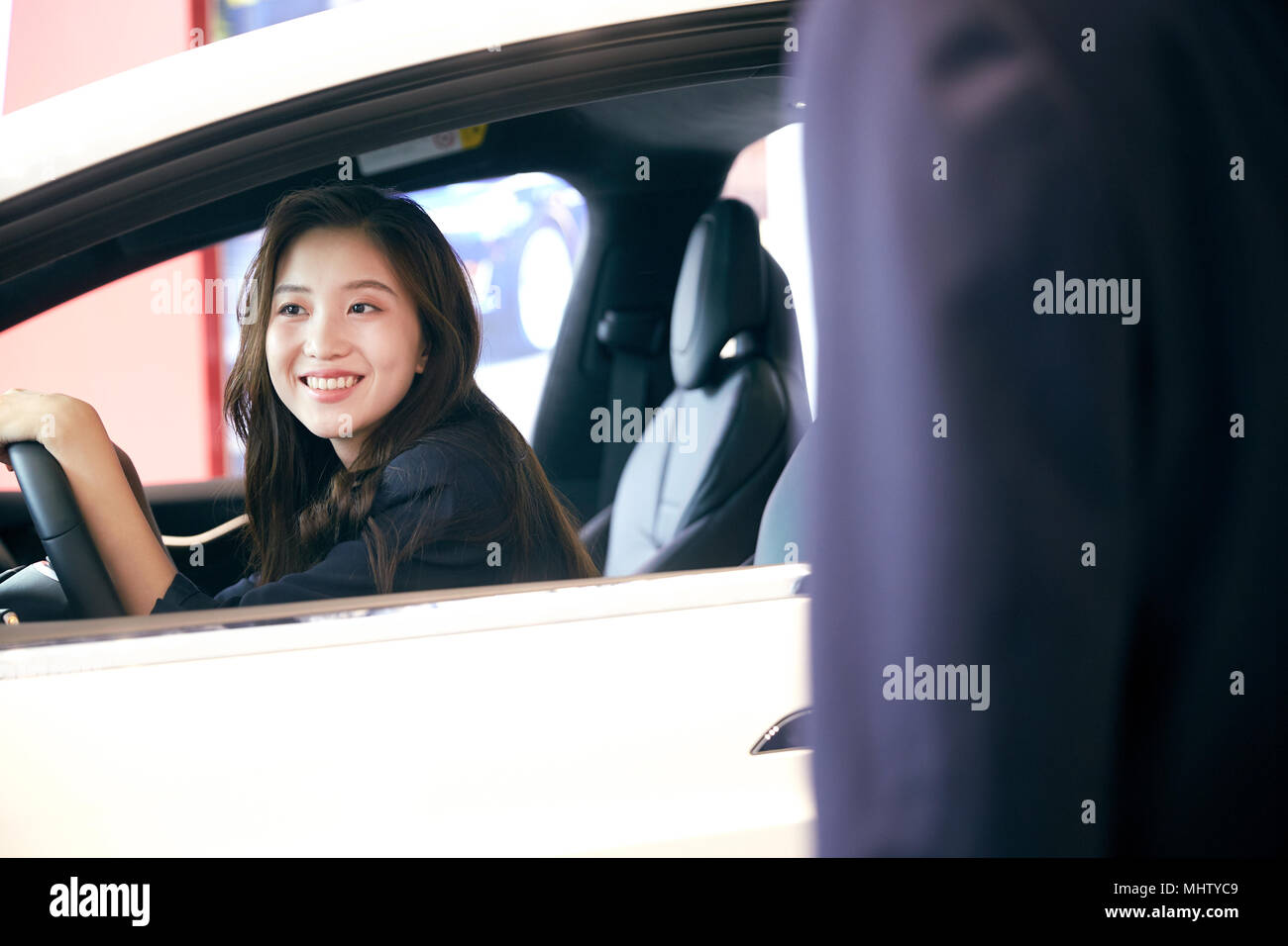 Young woman driving cars - Stock Image