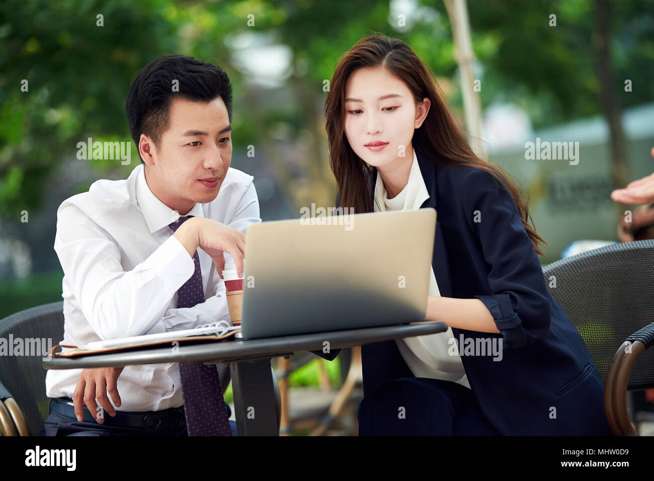 Business people use computers in the outdoor - Stock Image