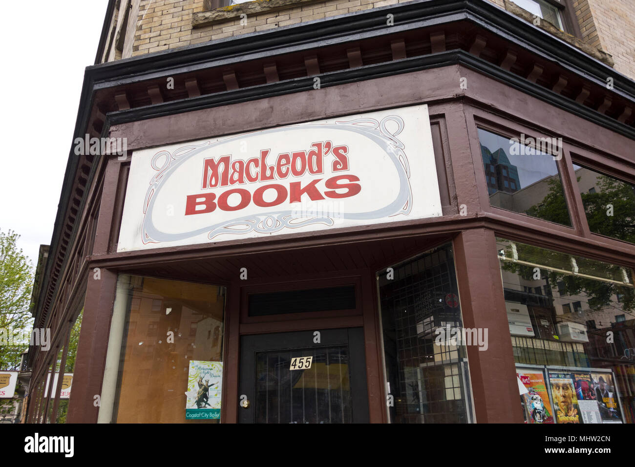 MacLeod's book store in downtown Vancouver.  MacLeod's books. - Stock Image
