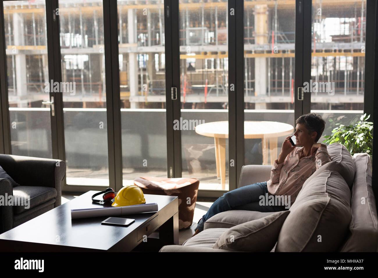 Female architect talking on the mobile phone - Stock Image
