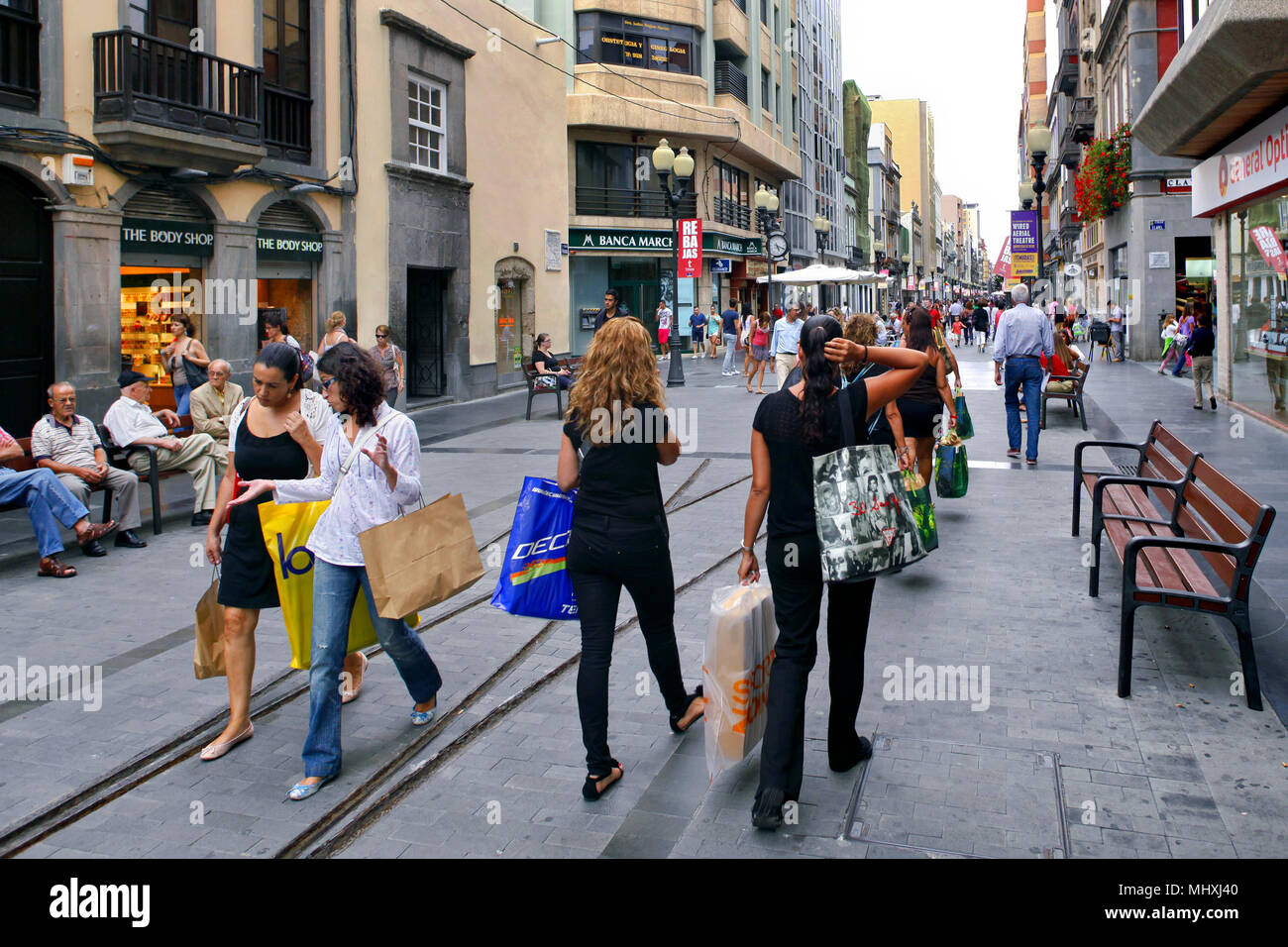 Shoppers passing the old tramway tracks on Calle Mayor de Triana high street, Las Palmas, Gran Canaria, Canary Islands, Spain - Stock Image