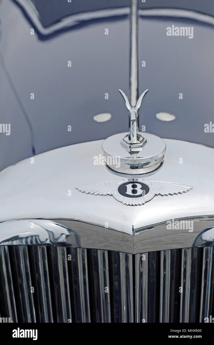 Old Bentley Grill And Logo With Wings On Bonnet Of Car In Chrome Mhxr on Car Maker Logo From Usa