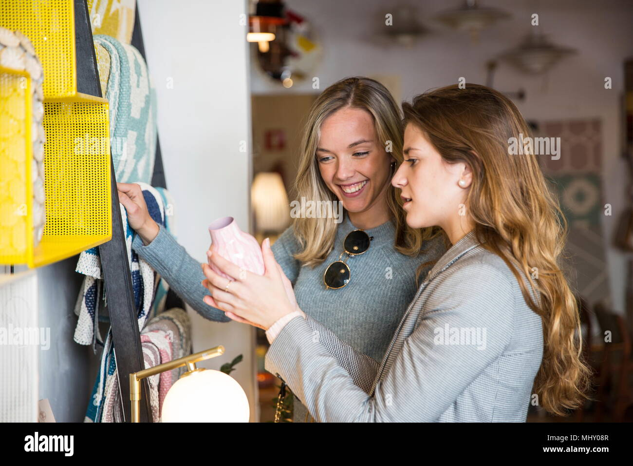 Friends shopping in second hand shop - Stock Image
