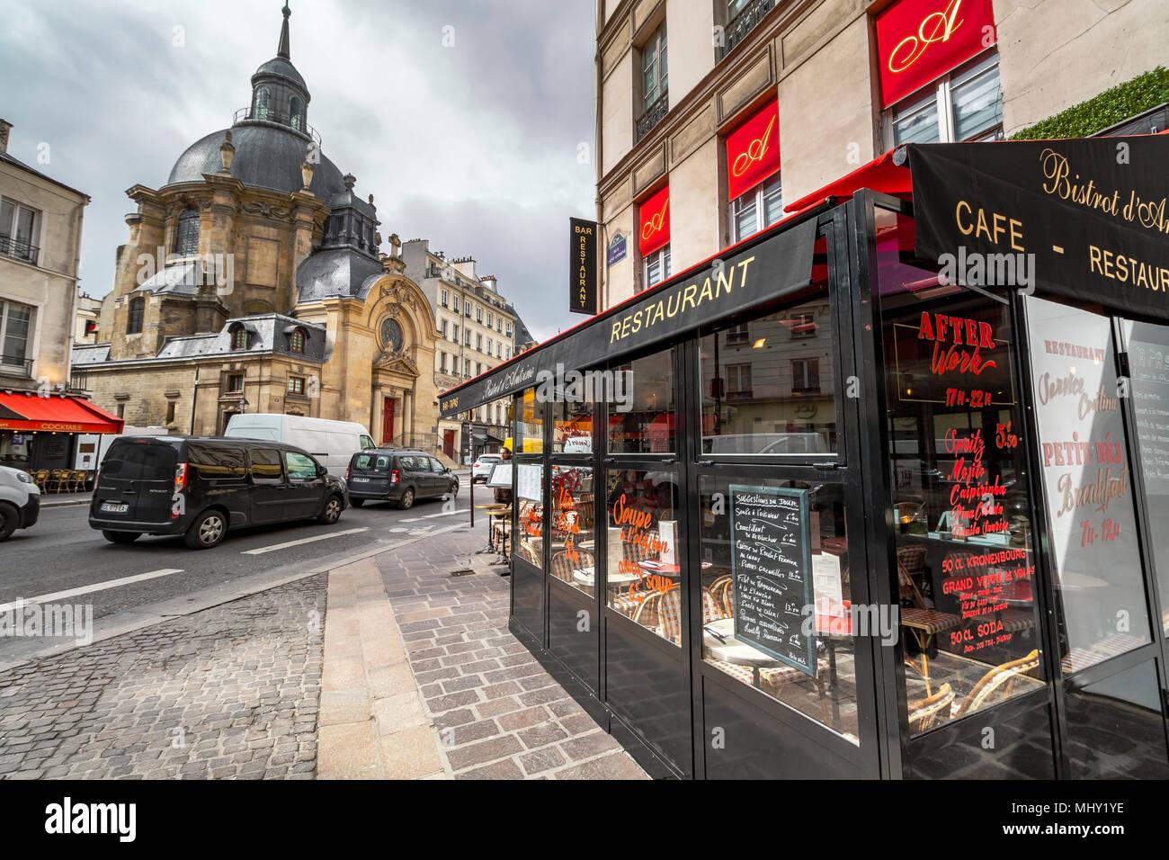 Temple du Marais and Le Bistrot D'Antoine on rue Saint Antoine,Le Marais district ,Paris ,France - Stock Image