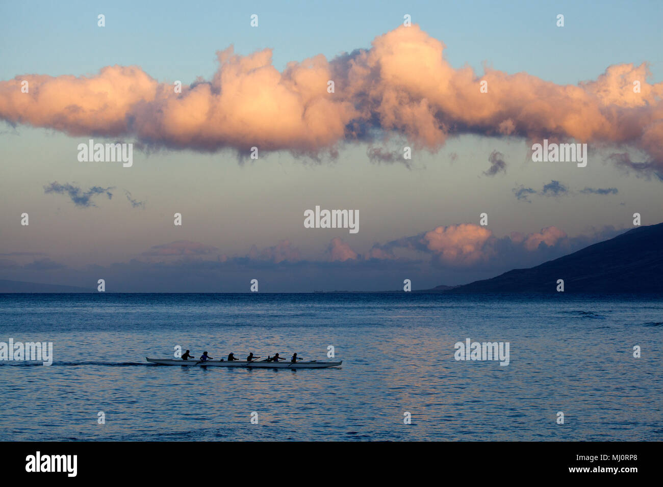 Canoe paddlers at Cove Park, Kihei, Maui, Hawaii. - Stock Image