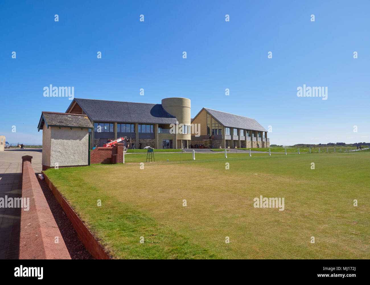 Links House, the new Carnoustie Golf Centre and Clubhouse seen from the 1st Tee of the Championship Course, Angus, Scotland. - Stock Image