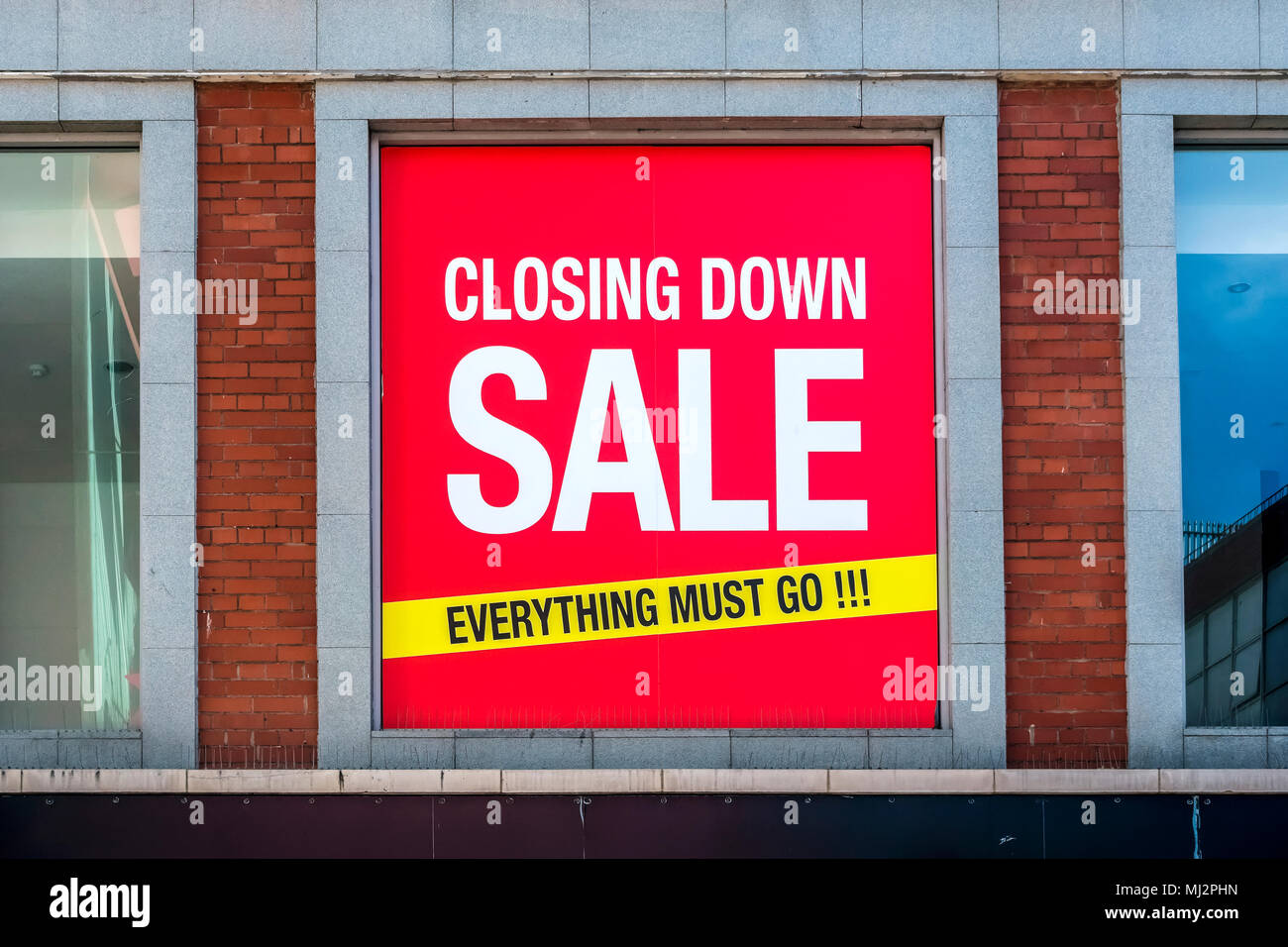 Store closing down sale sign board. Everything must go. Recession concept. Retail shop shutting down. Shopping. Dublin, Ireland, Europe. Close up. - Stock Image