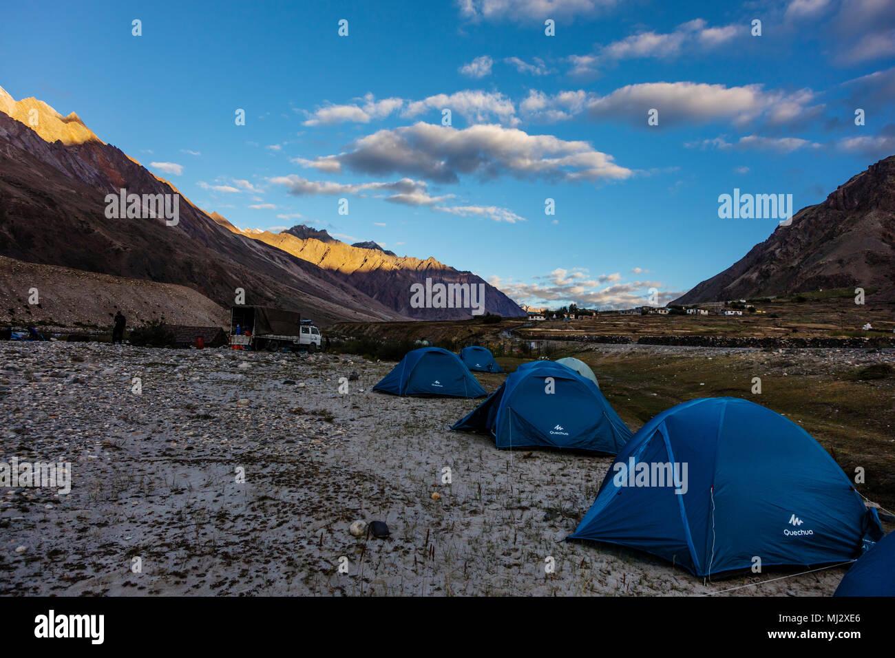 Camping in the STOD RIVER VALLEY - ZANSKAR, LADAKH, INDIA - Stock Image