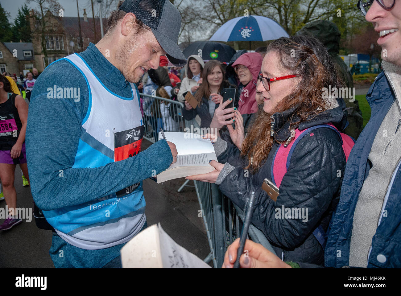 sam heughan pictured signing fans booksafter finishing the 2018