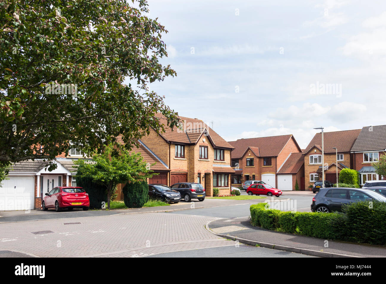 Late 20th century(1980s)  suburban detached housing in the Abbeymead area of Gloucester, 2 miles south-west of the centre of Gloucester. - Stock Image