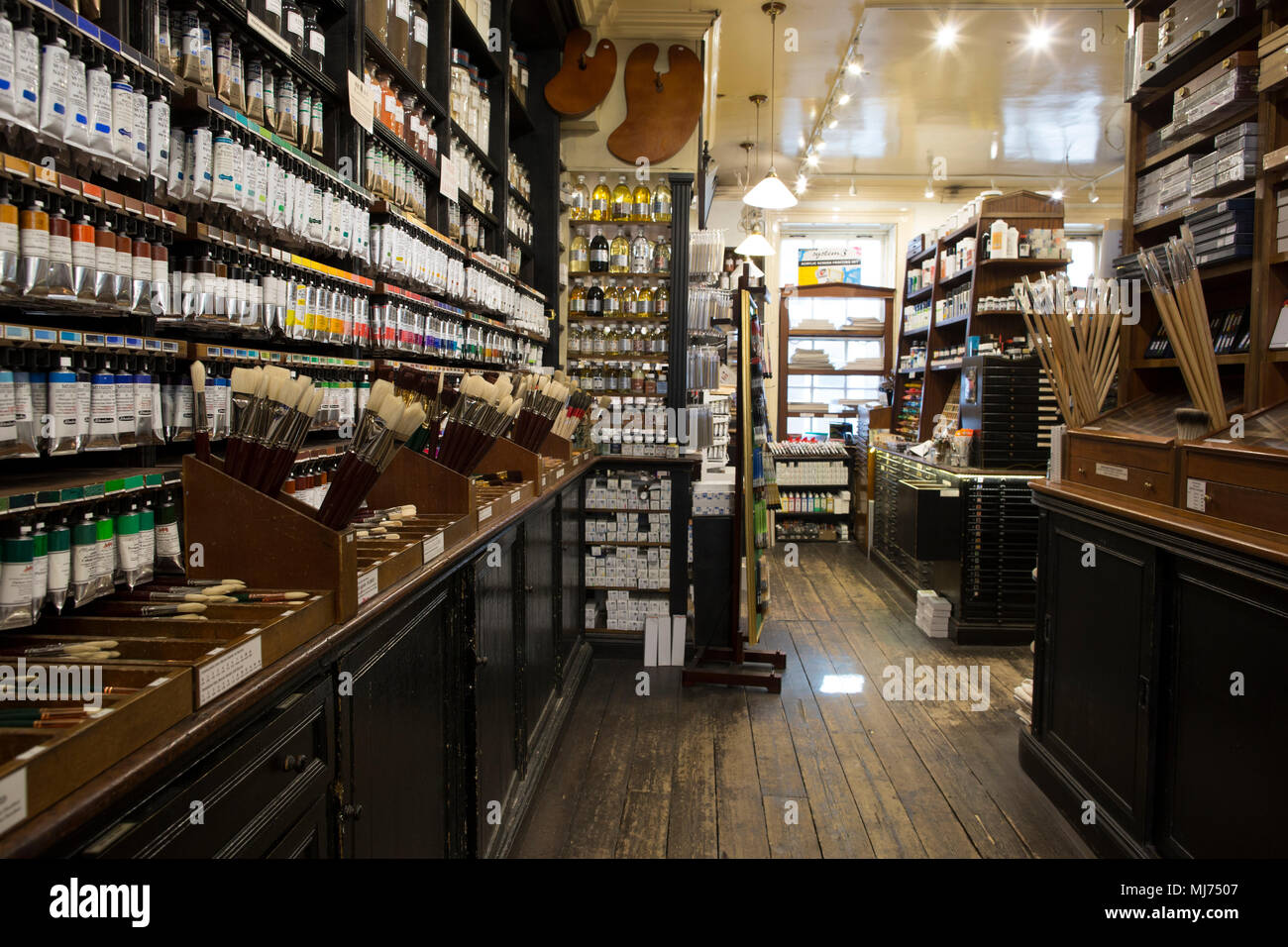 L. Cornelissen & Son store for high-end artist's equipment such as pigment, gouache materials. currently owned since 1979 by Nicholas Walt, London UK - Stock Image