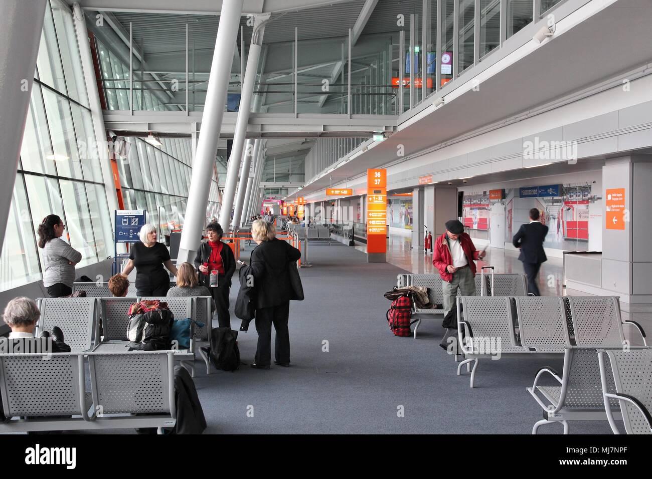 Aeroporto Waw : Poland chopin airport waw terminal stock photos & poland chopin