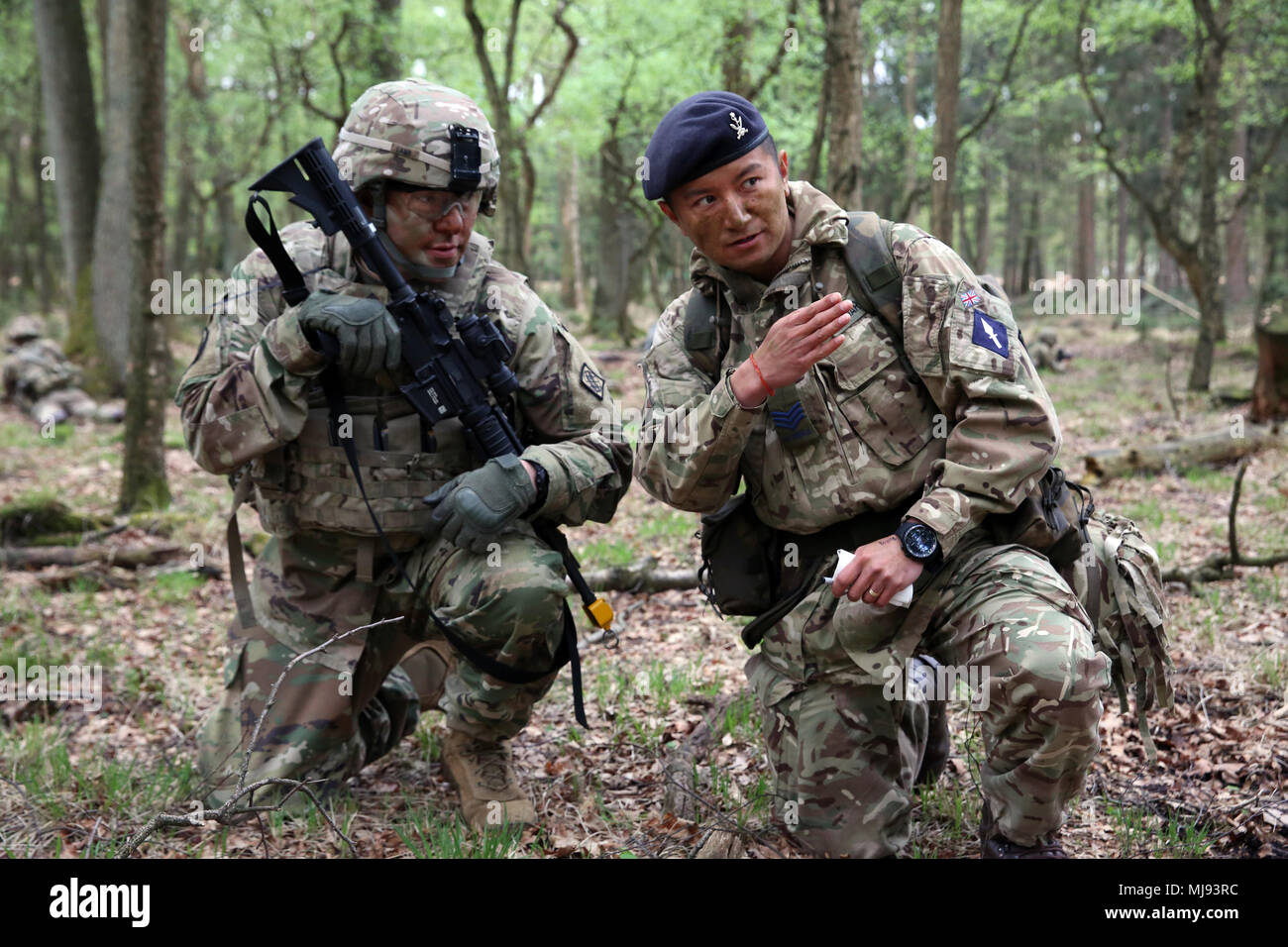 British Army Sgt Thapa Kumar Assigned To The 250th Signal Squadron Queen S Gurkha Signals Instructs U S Army Staff Sgt Jeffery Lamb Assigned To Bravo Company 44th Expeditionary Signal Battalion 2nd Theater Signal