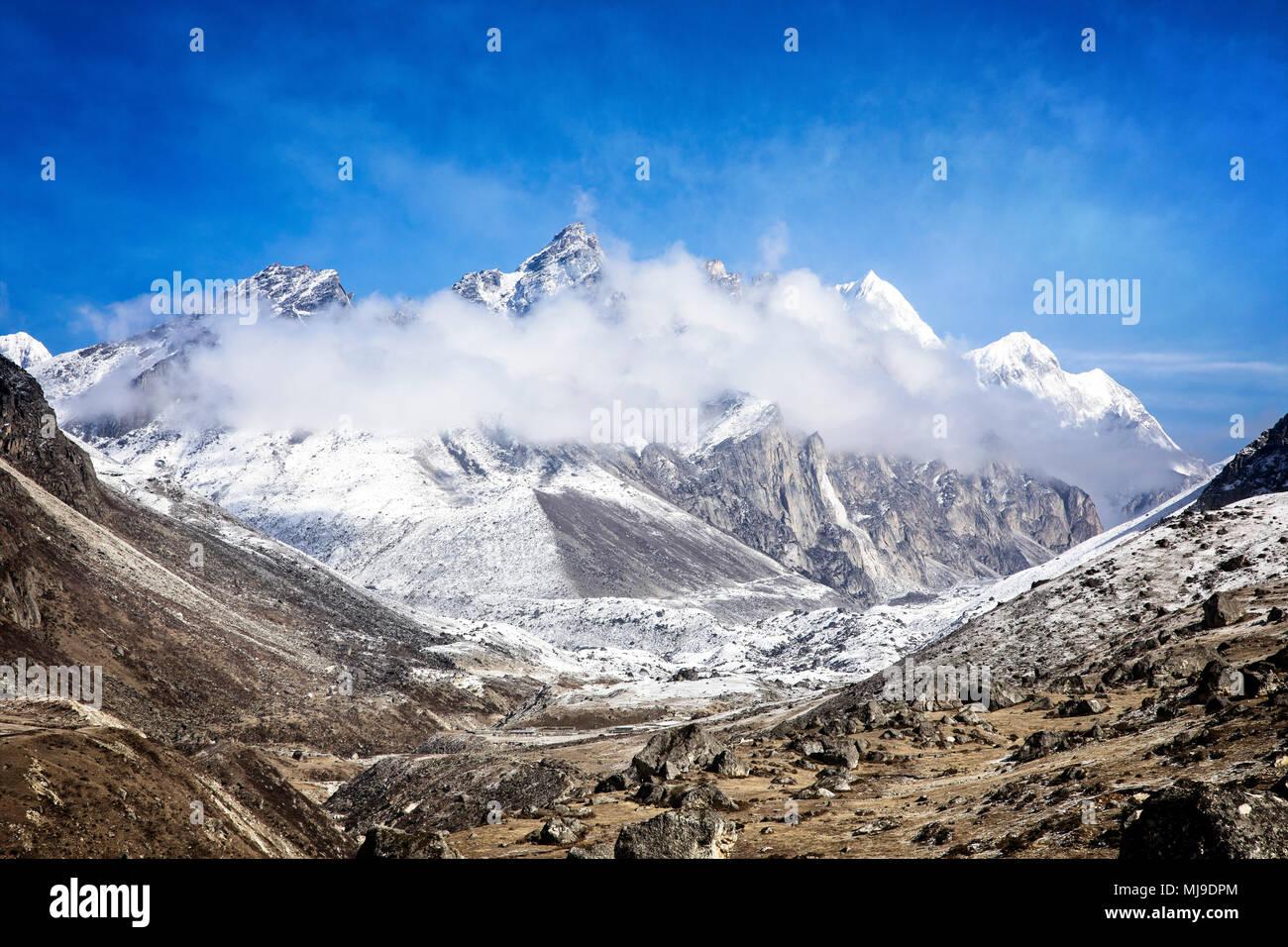Dragkya Chhulung dominates the skyline near Lumde in Sagarmatha National Park, Nepal. - Stock Image