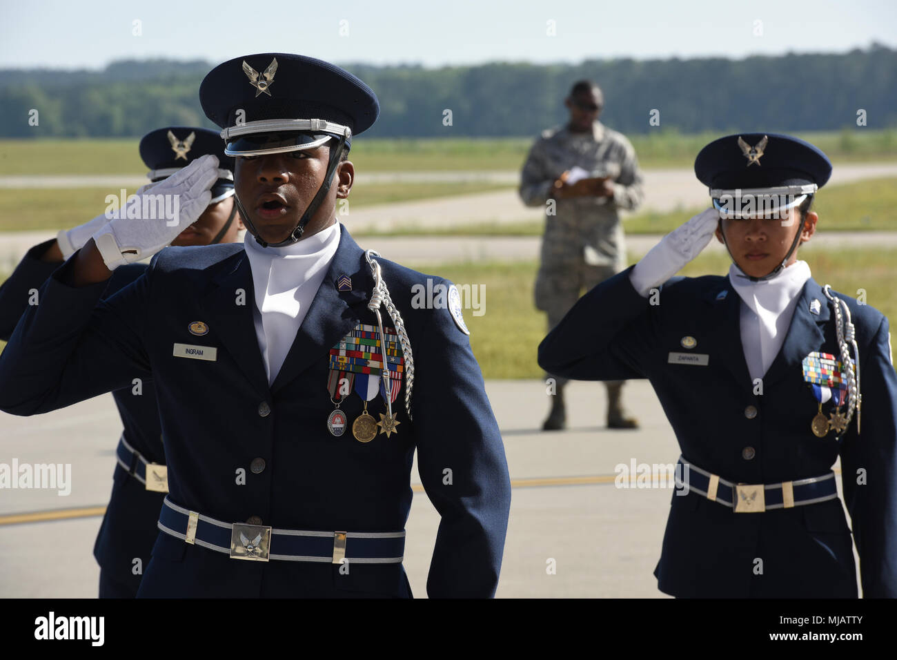 The Spring Valley High School IDR Squad Unarmed team from Columbia, S.C. competes during he annual Top Gun Drill Meet at McEntire Joint National Guard Base, S.C., April 28, 2018. High School junior ROTC cadets from across the state competed in drill and ceremony events sponsored by the South Carolina Air National Guard. (U.S. Air National Guard photo by Senior Master Sgt. Edward Snyder) - Stock Image