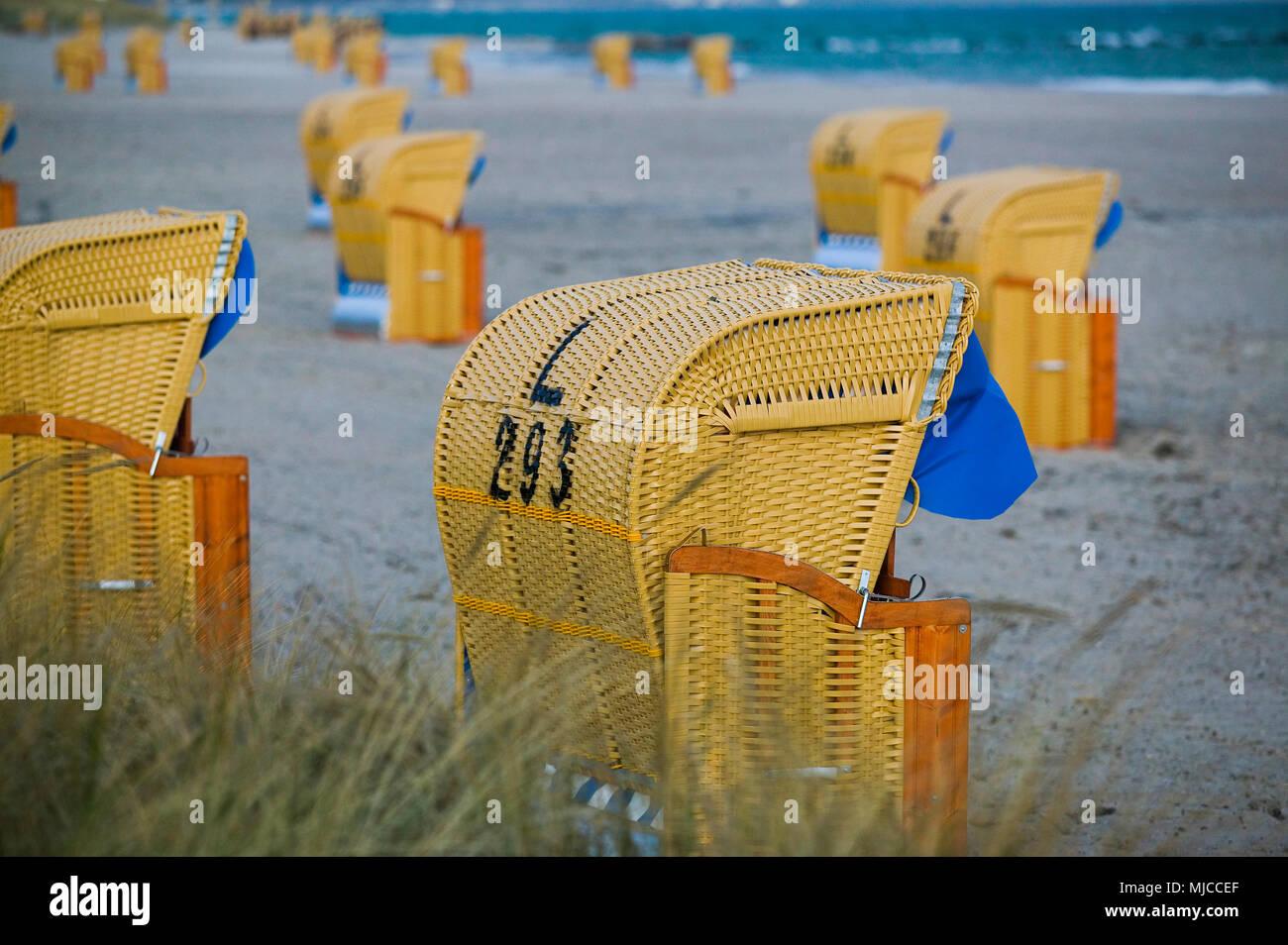 Strandkörbe am Abend - Stock Image