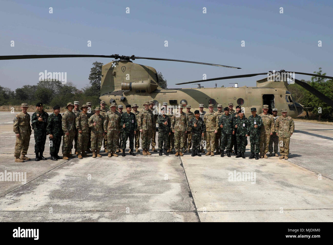 U S  Army Soldiers and Royal Thai Armed Forces soldiers