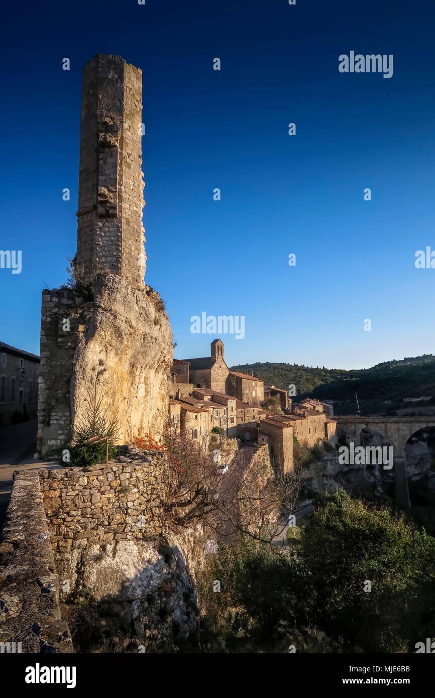 La Candela, turm ruins of the old castle, medieval village built on a rock, the last refuge of the Katharer, Les Plus beaux villages de France (The nicest villages of France) - Stock Image