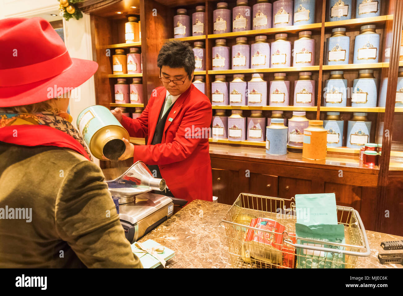 England, London, Piccadilly, Fortnum & Mason Store, Sales Assistant Weighing Tea - Stock Image